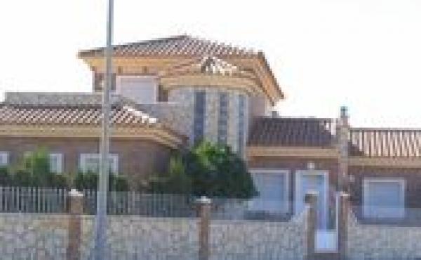 Fantastic Villa set in the wonderful Spanish village of Avileses