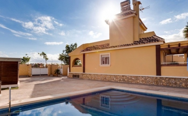 Fantastic Villa with pool set on a wonderful Golf Course