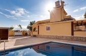 PRP90, Fantastic Villa with pool set on a wonderful Golf Course